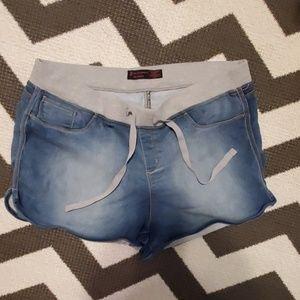 No boundries elastic waist shorts